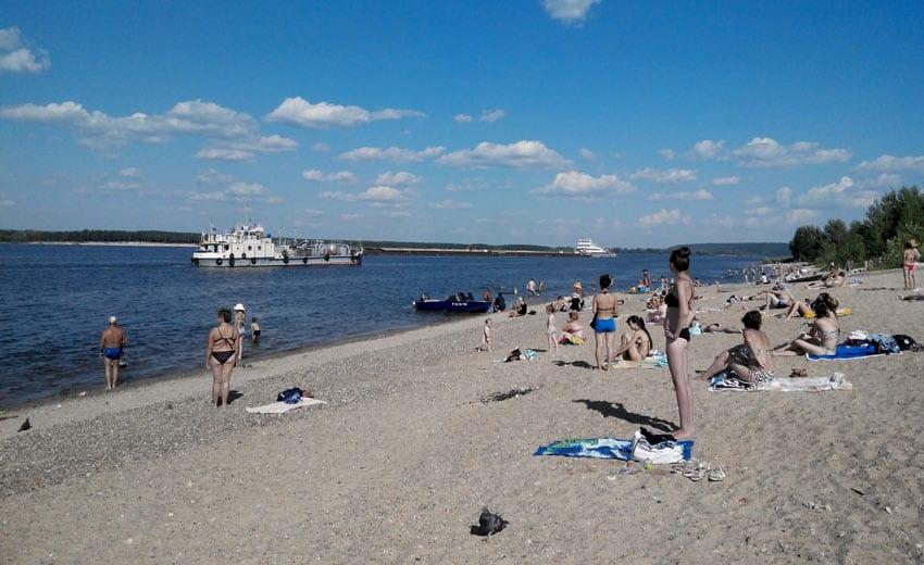 Пляж напротив пристани в Новочебоксарске