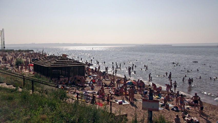 Пляж около поселка Рыбацкий
