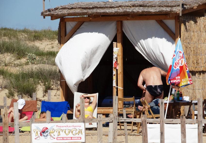 отдыхающие на пляже Тортуга
