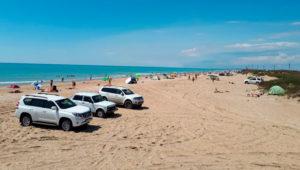 машины на пляже Благовещенская