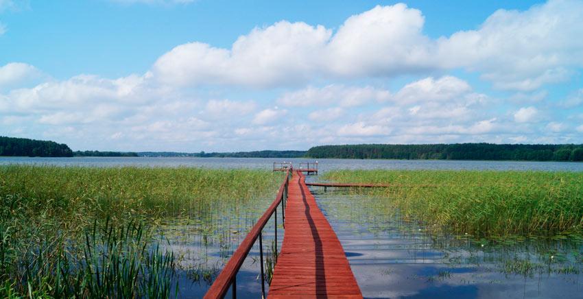 пристань на озере