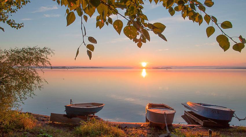 лодки на берегу Селигера